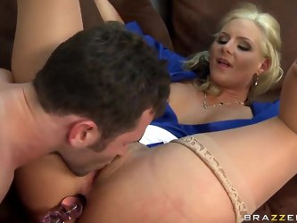 This student James Deen clearly can teach anybody how to fuck a woman right! So he shows her blonde teacher Phoenix Marie a real pleasure. He fucks he