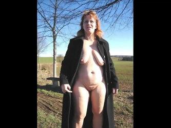 Unter mantel nackt Free Nackt