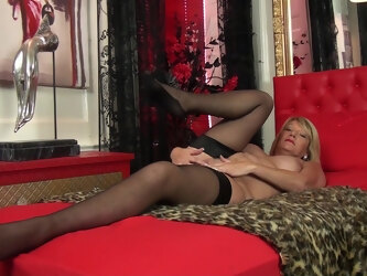 Amateur mature Amy Goodhead loves pleasuring her cravings