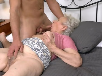 Wild stallion gets the best gift from a granny with saggy boobies which is sex at the first date. He met her online and found put that she has no husb