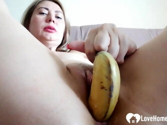 She couldn't find a cock to fill her up so she settled for a banana