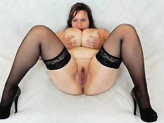 Olena gapes her puss and masturbates in addition to a thick