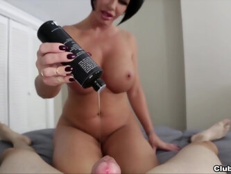 Mature sits naked and enjoys the big dick like a pro