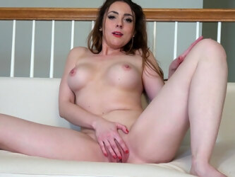 Veronica Shaw knows how to strip down and masturbate sensually