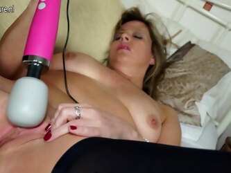 Horny British Housewife Playing With Her Wet Pussy - MatureNL