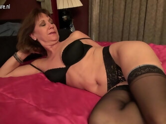 Horny Saved Mature Woman Playing With Her Wet Pussy - MatureNL