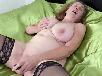 Big British Mom Camilla Gets Creampie in her Hungry Pussy