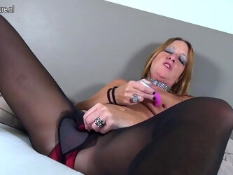 Horny Dutch Mature Lady Playing With Her Wet Pussy - MatureNL