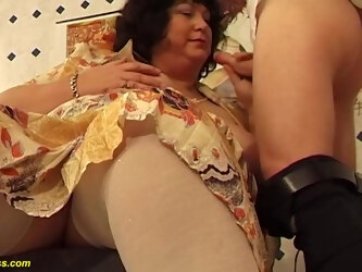 Extreme plumper hairy bush mature enjoys a wild sex lesson with her hairdresser