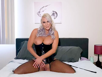 Solo blonde finger fucks pussy in remarkable ways