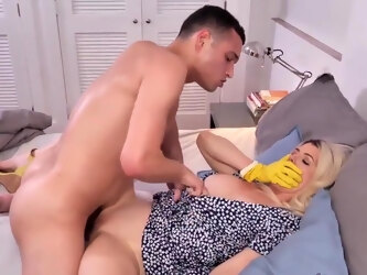 Kit Mercer in Mommy Blonde Agreed To Have Sex With Her Young Stepson