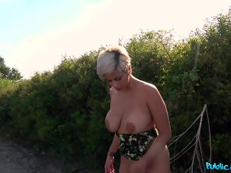 Rich guy gives money to busty blonde Amaranta Hank for sex