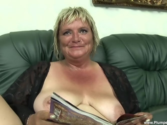 Mature amateur Zsuzsanna flashes her saggy tits before having sex