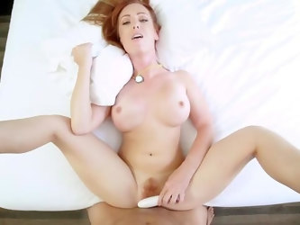 Nude mom bends her bubble butt in incredible POV