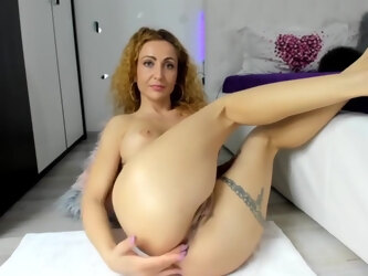 Mature Blonde Woman Is Wearing Shoes With High Heels While Masturbating In Front Of The Web Camera