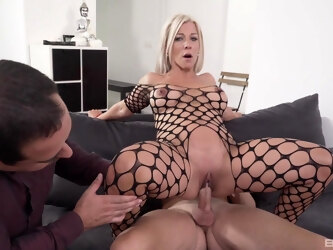 Hot ass blonde pornstar Nikyta drops on her knees for anal fucking