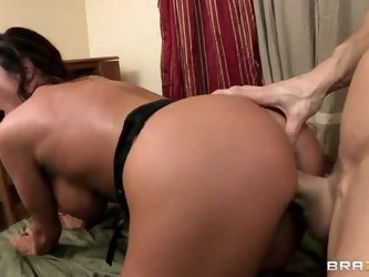 Good looking big boobed brunette MILF Ariella Ferrera is in the dorm to visit her son. But she meets sexy stud Johnny Sins behind wrong door and enjoy