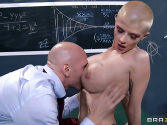 Eating Joslyn James' cunt in the classroom with pleasure