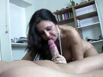Mature slut with big ass sits on cock