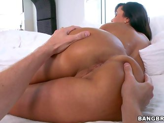 Curvy dark haired MILF Lisa Ann is naked in bed. Amazingly hot huge titted pornstar with nice trimmed pussy shows off her lovely big ass. Guy spreads