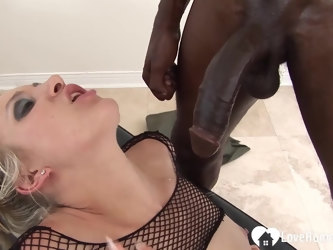While her mom was gone, she decided to taste her boyfriend's pecker before fucking