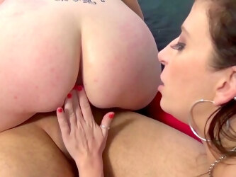 Busty amateur woman in reality XXX cam porn