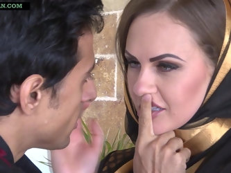 Horny Muslim Arab Wife invites stranger to fuck her ass