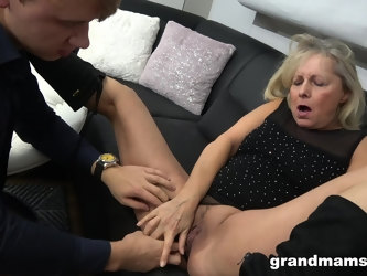 Old cunt of an amateur fucked and she deserved a facial. HD