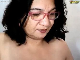 Pretty wild Pinay mature fingers, squirts and pees on CB