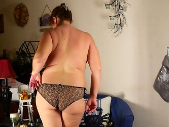Chubby American Housewife Playing With Herself - MatureNL