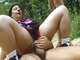 Middle-aged slut takes two hungry drum-sticks in her mouth