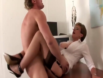 Lady Sonia in British lady fucking on a table