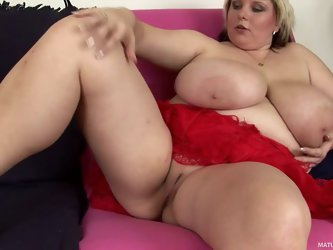 Thick make woman Juliana shows her naughty bits in this solo video with no shame. She spreads her legs to show her meaty pussy. Her enormous natural t
