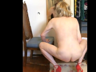 Crossdresser poses and exposes and confesses