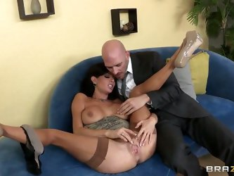 Horny wife Veronica Avluv called her husband Johnny Sins at her work to inform him of a pleasant news! No she is not pregnant, she just discovered tha