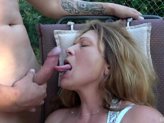 Mature slut spreads her legs to be fucked by two horny dudes