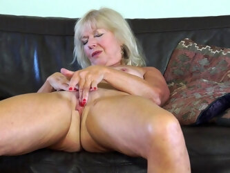 Horny Housewife Getting Herself Wet And Wild - MatureNL
