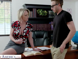 Naughty America - Dee Williams fucks college student