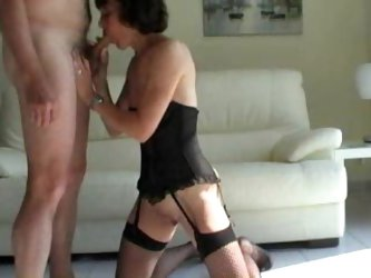 Amateur milf in black corset giving head