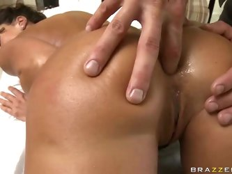 Curvy milf brunette Lisa Ann with big bottom and huge tits enjoys the massage naked. Luckily she fins masseuseªL-s finger in her tight asshole. That i