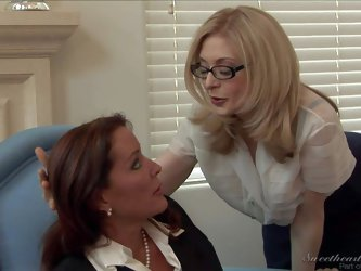 Bespectacled mature lady Nina Hartley is a hot lesbian lady with experience. She can't get enough and seduced well stacked brunette Rachel Steele