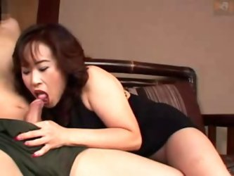 Old and hot Japanese mom gets fucked