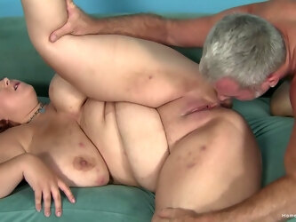 Amateur fucking between a pervert and a fat mature housewife