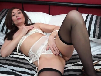 This Hot British Housewife Loves To Play Alone - MatureNL