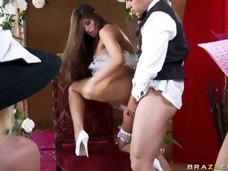 Heavy chested brunette milf Madelyn Marie with smoking hot body and arousing heavy make up gives head to Ramon and enjoys riding on his meaty cannon o