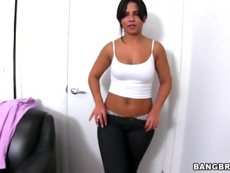 Rose tries another attempt to take part in the casting. She wasn't confident enough about the forms of her body and if she is apt enough for porn