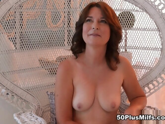Our first-ever all-naked interview - Kelly Scott - 50PlusMILFs