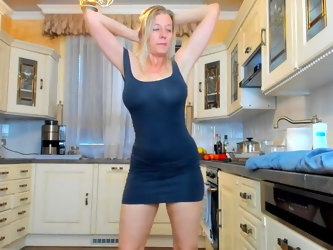 Pretty mom at home camshow 6