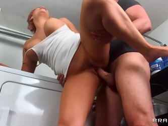 Doggy sensations for the thick ass mature during doggy style on the floor