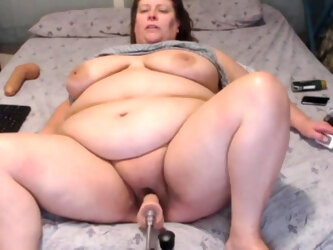 Sexy BBW GILF toys herself